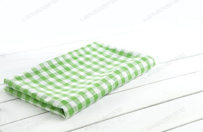 Mesa con mantel verde