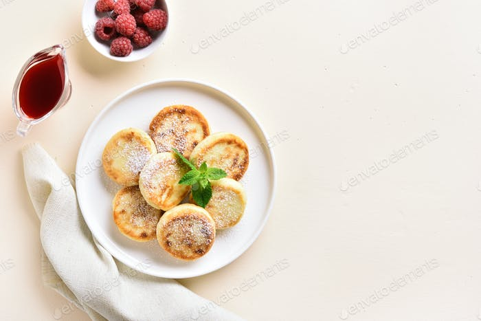 Cottage cheese pancakes with fresh raspberries