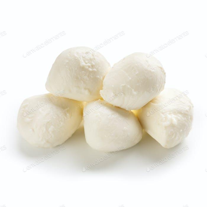 Mozzarella-Käse auf weißem Hintergrund