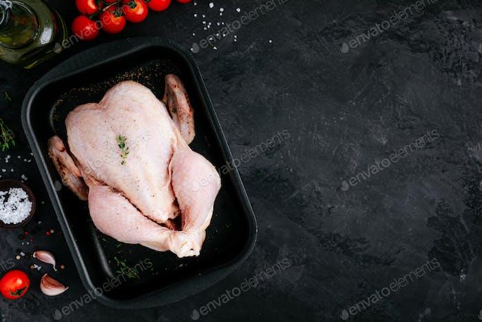 Whole Raw Chicken bereit zu kochen.