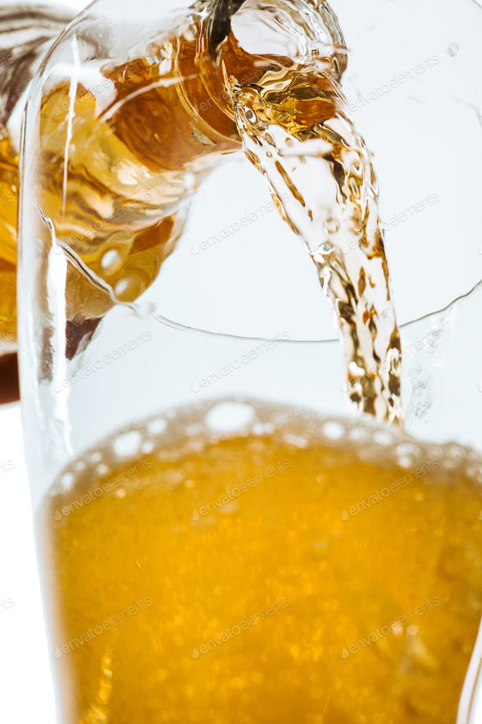 Glas Bier und Flasche