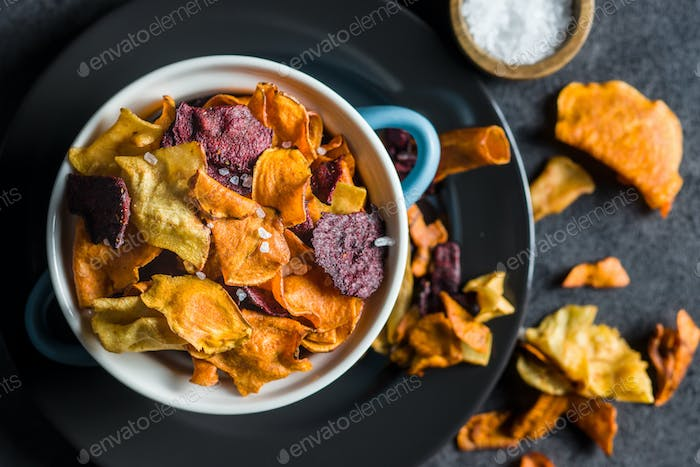 Mixed fried vegetable chips.