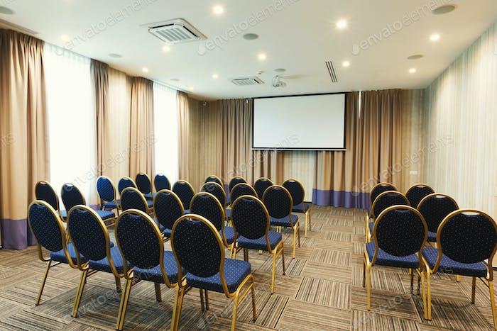 Interieur des modernen Konferenzsaals im Hotel