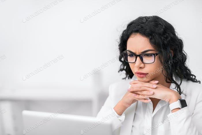 Ernst Latein Manager Blick auf Ihr Computer