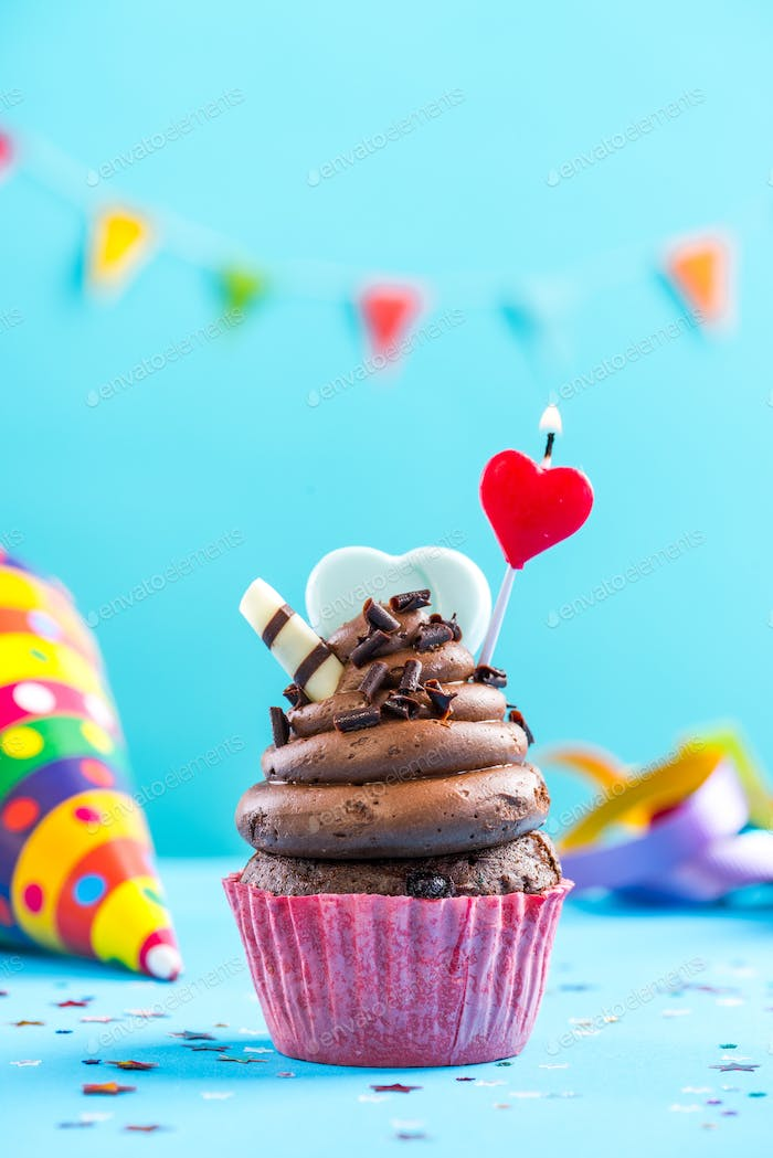 Cupcake with hearth shape candle