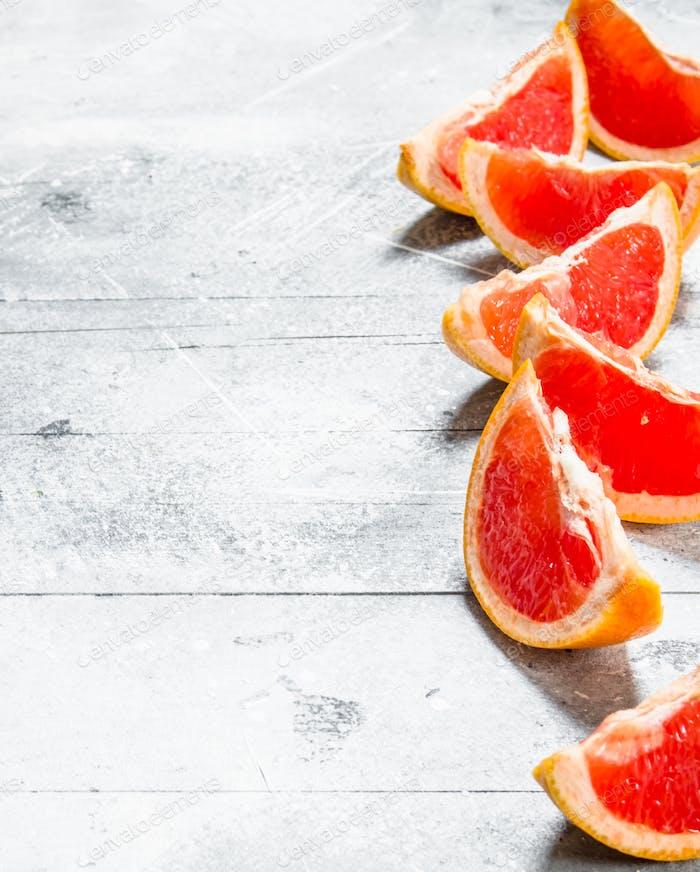 Pieces of ripe grapefruit.