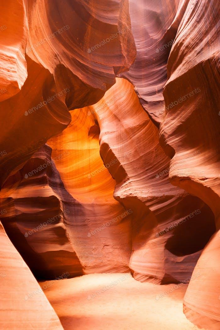 La luz del sol Vigas A través de grieta arenisca Rock Antelope ranura Canyon