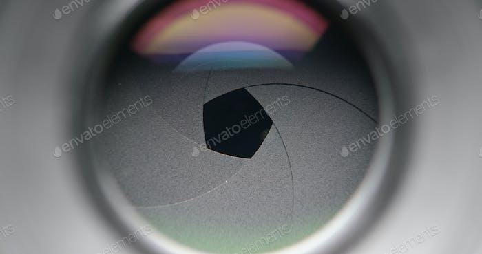 Changing aperture camera lens