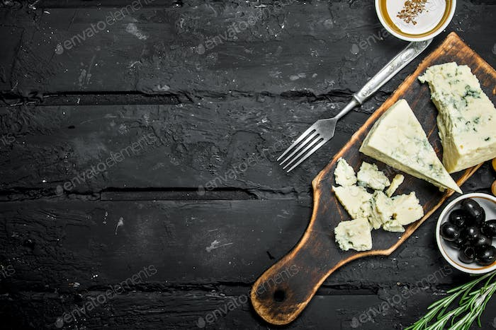 Blue cheese with olives and rosemary.