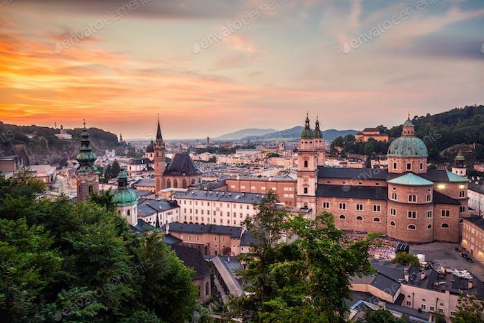 Panoramablick auf das schöne Salzburg in Österreich