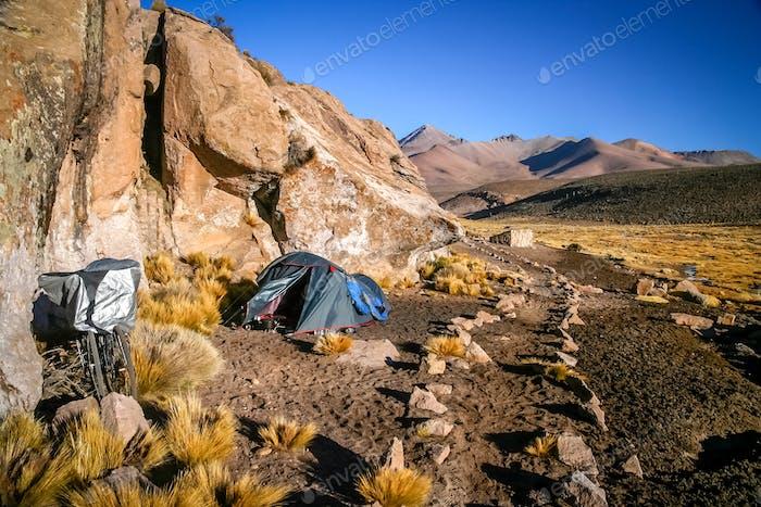 Camping inmitten der Felsen