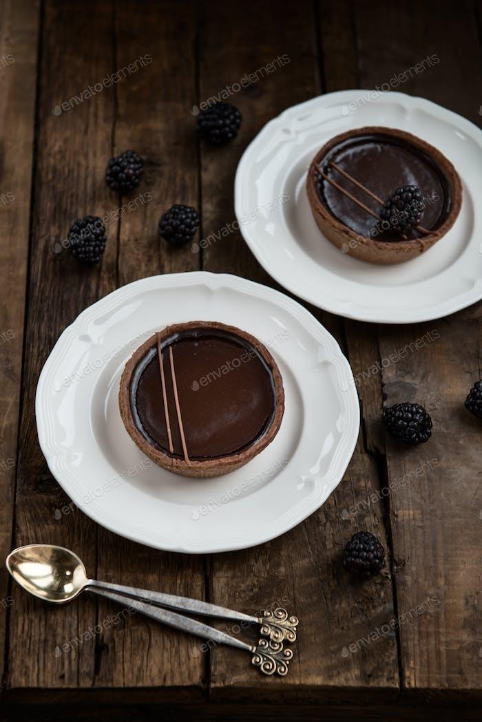 Handgefertigte, reiche Schokoladentörtchen