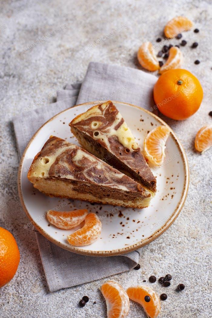 Marmorkuchen mit Schokolade und Orange
