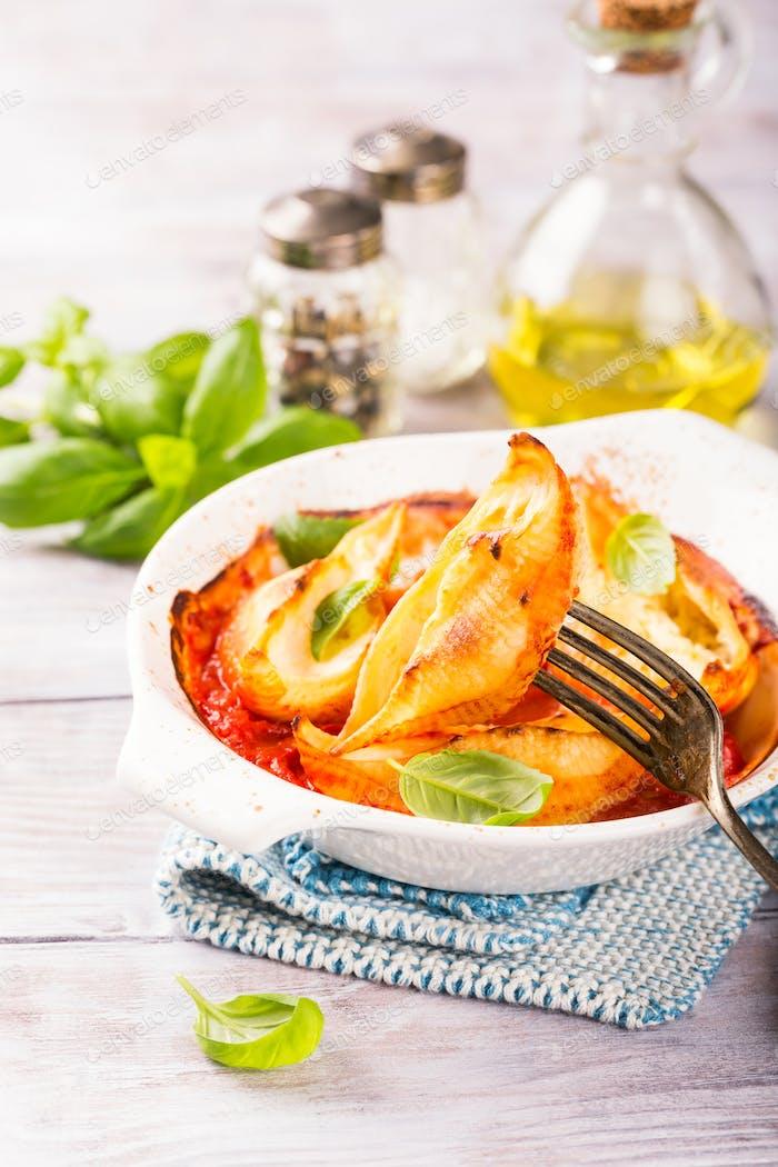 Italian pasta Conchiglioni Rigati