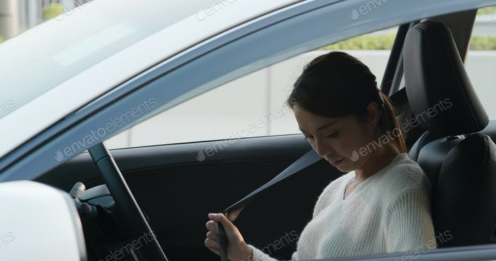 Woman use of gps on car