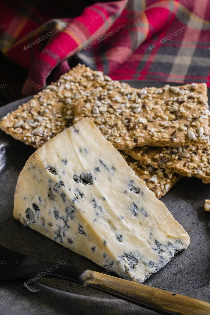 Mature Stilton Cheese and Spelt Crackers