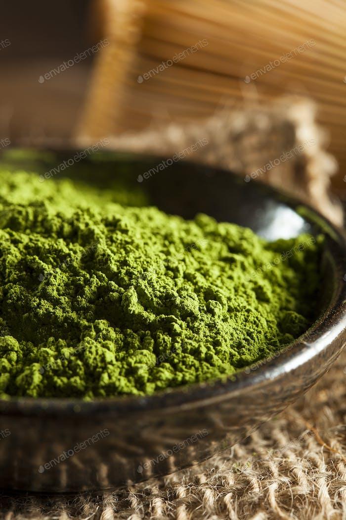 Roher Bio-grüner Matcha Tee