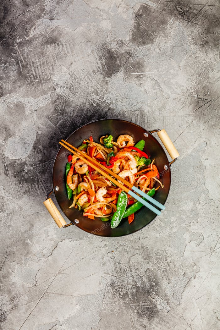 Stir fry with prawns, vegetables, soy sause and sesame