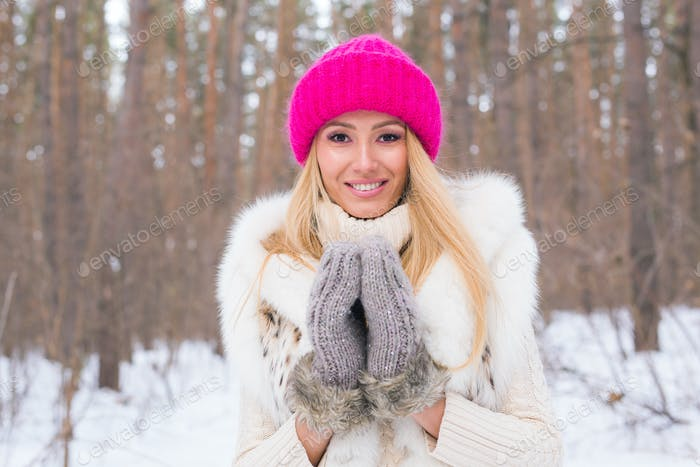 Nature, fashion and people concept - Close up portrait of beautiful young woman in winter park with