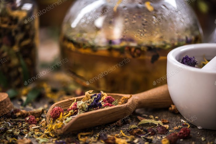 Making tea from loose tea and herbal ingredients