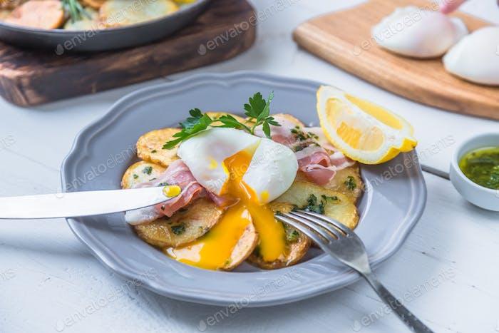 Laufen zB Eigelb auf pochiert zB über Kartoffel und Jamon