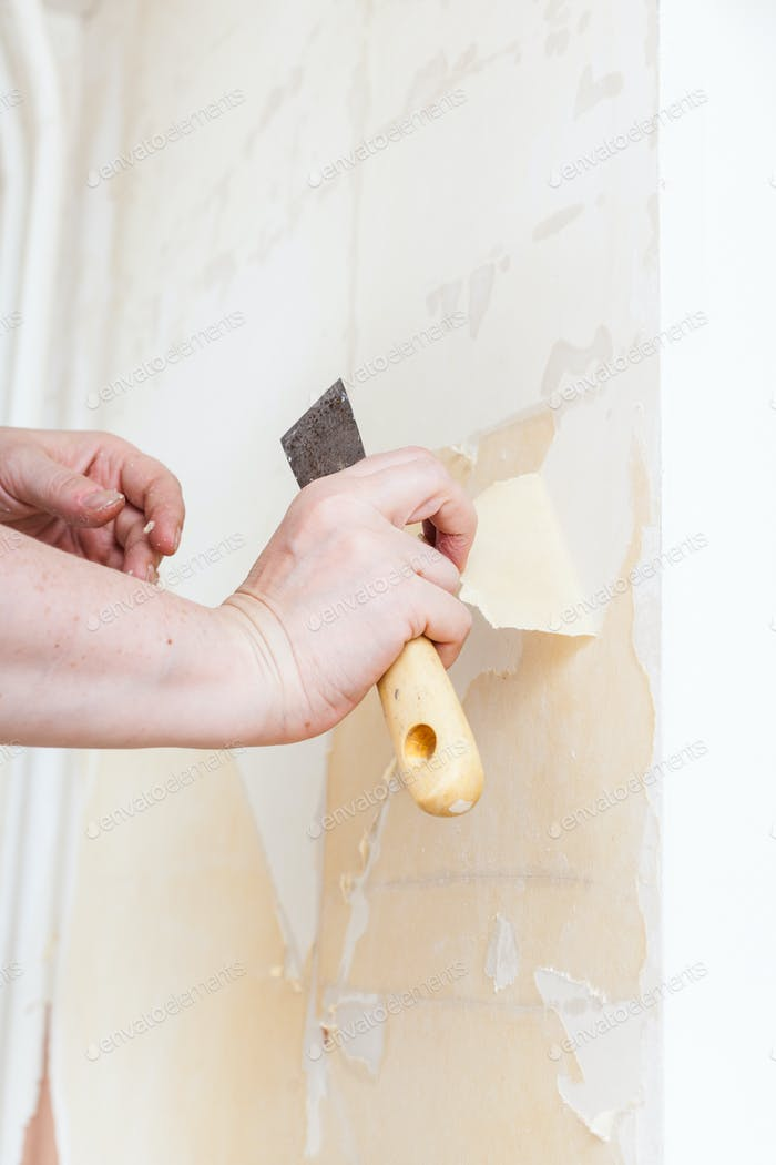 Removing of old wallpaper from the wall