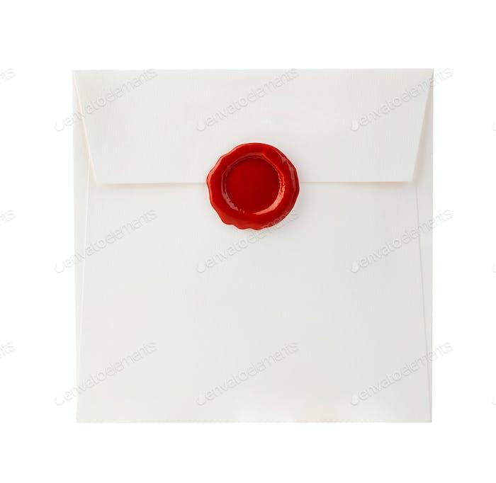 Briefumschlag mit rotem Wachsverschluss, isoliert auf weißem Hintergrund.
