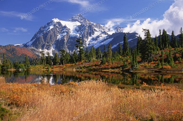 Mount Shucksan in the North Cascade Range of mountains in autumn.