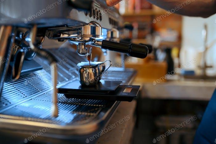 Barista Arbeitsplatz, Kaffeemaschine im Café, niemand