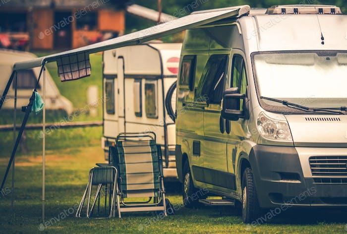 Camping de vacances en camping-car