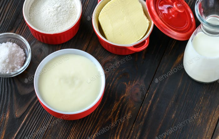 Ingredients of bechamel