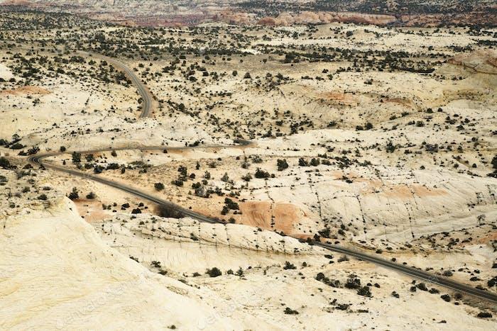 45664, zweispurige Straße durch die Wüste