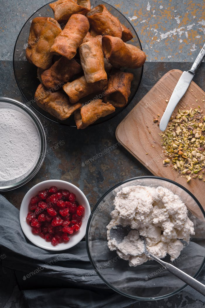Tubules and ingredients for Sicilian cannoli