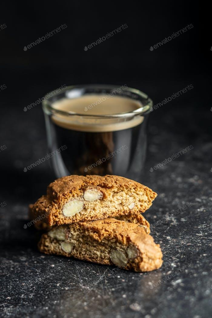 Süße italienische Cantuccini Kekse. Mandeln Kekse