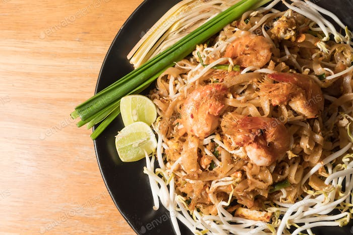 Thai noodle with fried shrimp and vegetable,Thai Food, Thailand's national dishes.