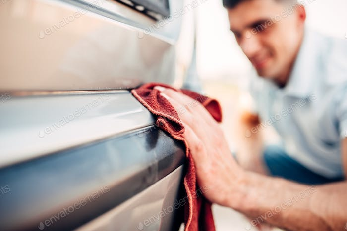 Car exterior polishing on carwash station