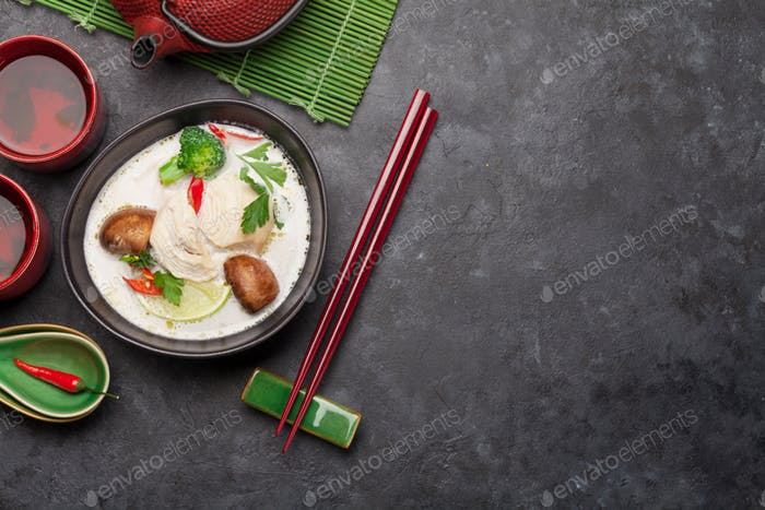 Tom Kha traditionelle thailändische Suppe