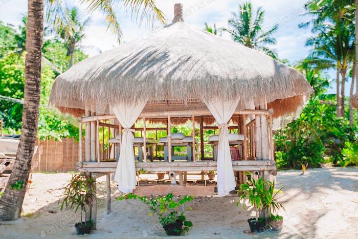 Massage exotischen Pavillon am tropischen Strand