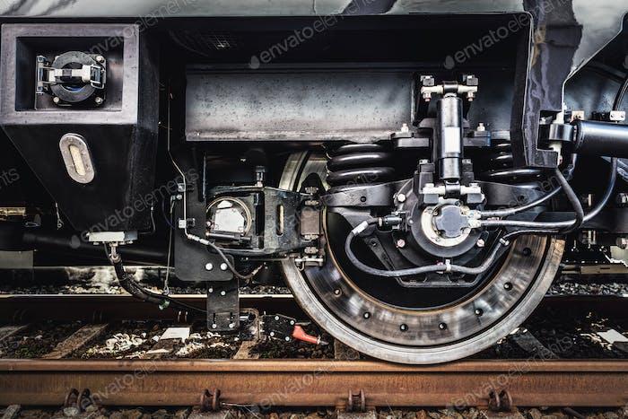 Ein Zugrad Nahaufnahme. Bahnindustrie