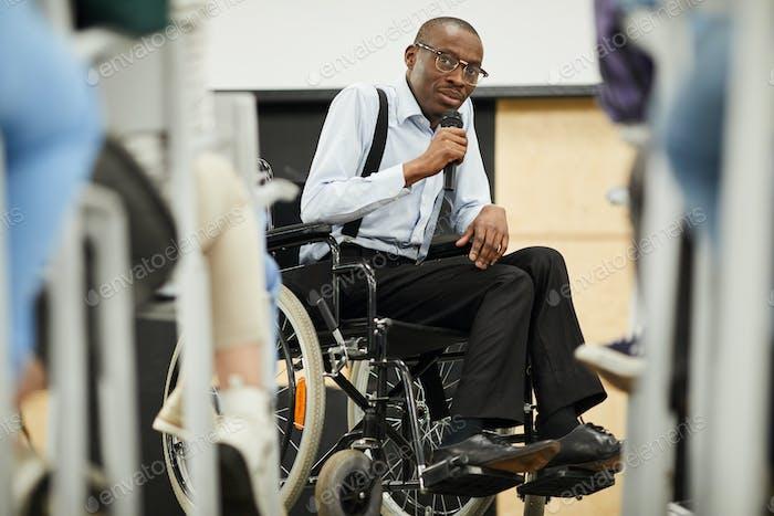 Motivationssprecher für Behinderte bei der Konferenz