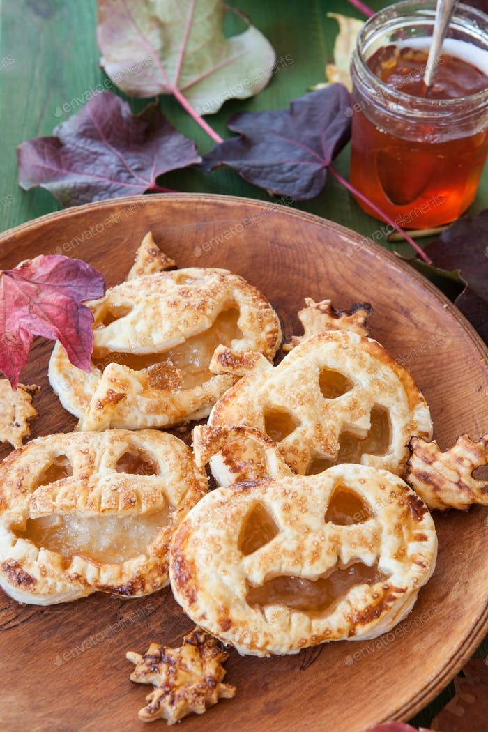 Scary pumpkin pies