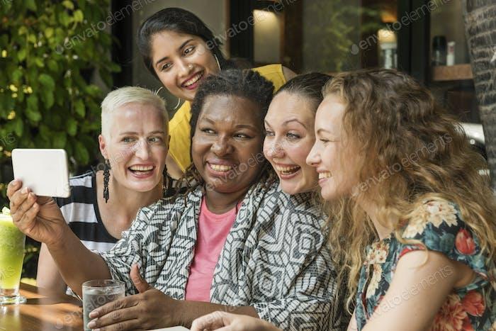 Concepto de dispositivo para Mujeres que Encantador fotos