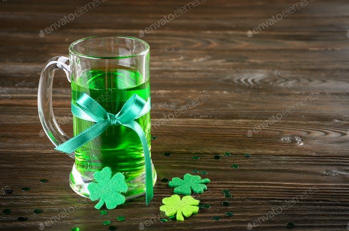 St. Patricks Tag Set mit Pint Grünbier