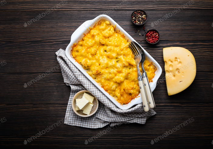 Macaroni and cheese in casserole