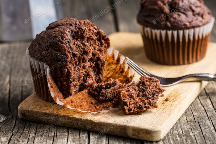 The tasty chocolate muffins.
