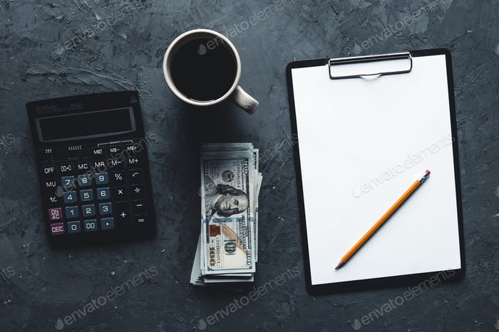 Concept de l'argent des entreprises et de la calculatrice, et note