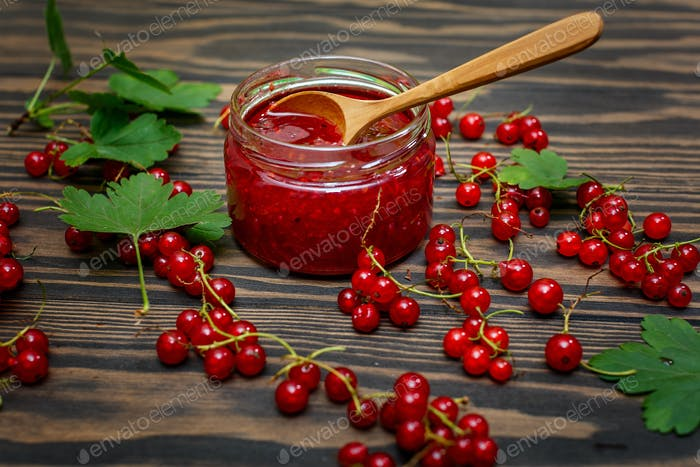 Jam and red currant berries