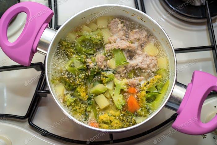 Zubereitung von Diätsuppe