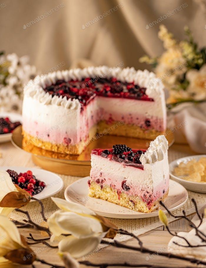 Kuchen mit wilden Beeren