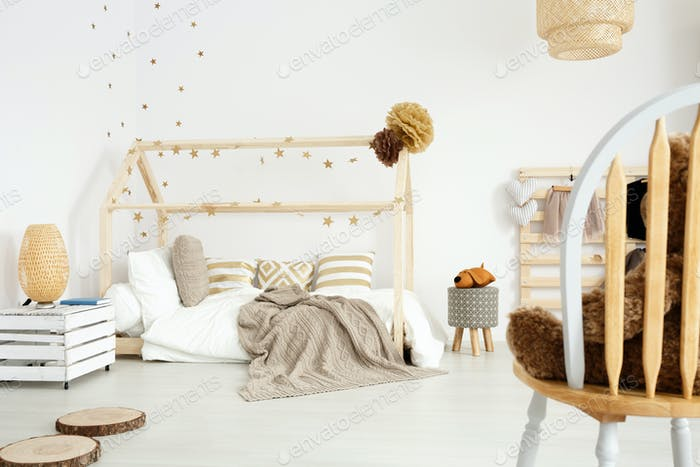 Gemütliches skandinavisches Mädchen Schlafzimmer